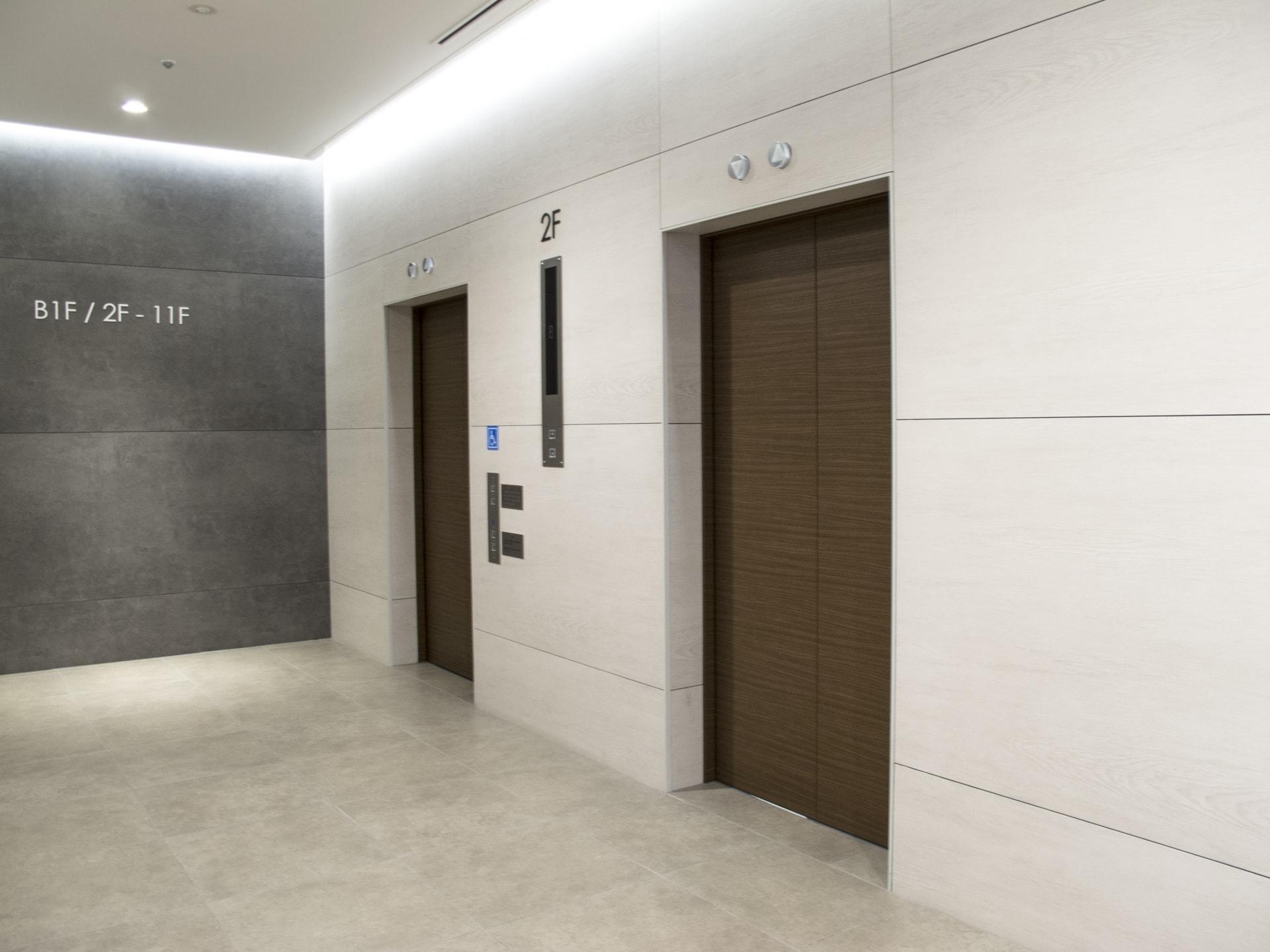 災害時、エレベーターに閉じ込められてしまったら?