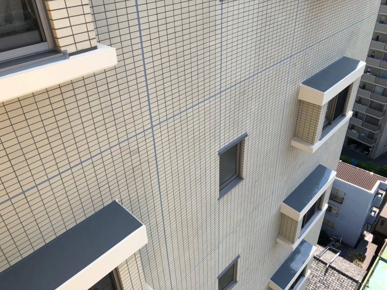 マンションでいま続発する外壁タイルの不具合は、想像を越える大問題