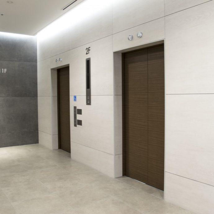 災害時、マンションのエレベーターに閉じ込められてしまったら?